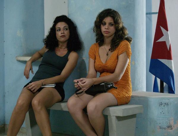 Laura de la Uz (a la izquierda)